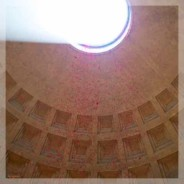 Pluie de roses au Panthéon